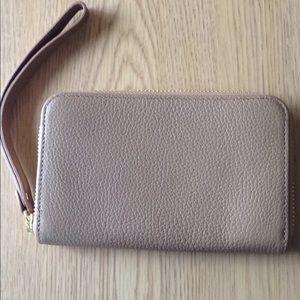 Brand new Zip around wallet